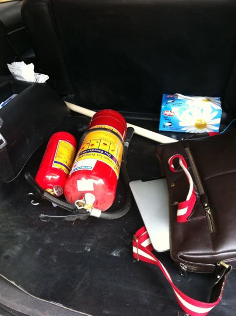 Bình chữa cháy mini nhỏ gọn, tiện lợi khi trang bị trên xe ôtô